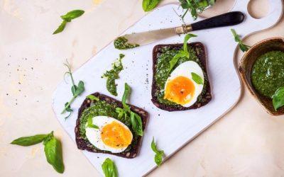 5-минутен сандвич с песто за закуска (1 порция)